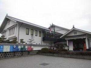砥部焼伝統産業会館の外観
