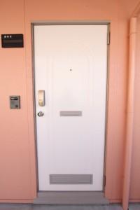 コスモクリアC棟の部屋の玄関ドア