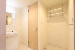 コスモクリアB201の洗面台及び洗濯機置き場