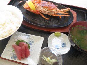沖縄の食事の亀ぬ浜のエビウニソース焼き定食