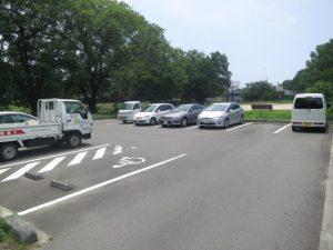 コスモリバー近隣の公園の駐車場