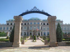 今治の日本食研の宮殿