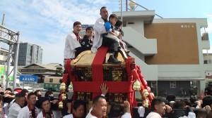 2016神輿の巡町の人乗せ