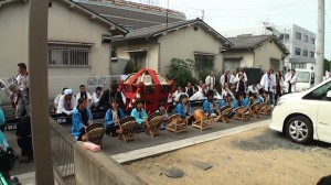 2016神輿の巡町の新築での太皷隊