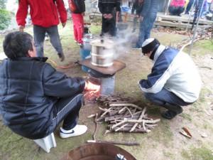 どんど焼きの餅米の蒸し