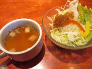 カイロスのスープとサラダ