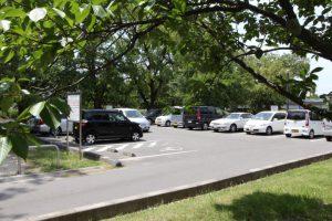 永木町周辺の石手川緑地の駐車場