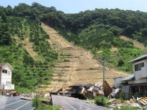 豪雨災害の地滑りでの倒壊