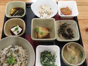 沖縄2018の名護曲レストランの名護曲定食