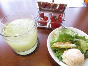 二日目カレーのドリンク・サラダ