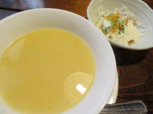 モルゲンのランチのスープとサラダ