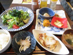 青空食堂の一汁六菜定食