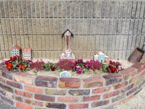 コスモクリアD105前の花壇手前の花壇