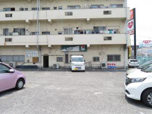 エブリワンの駐車場