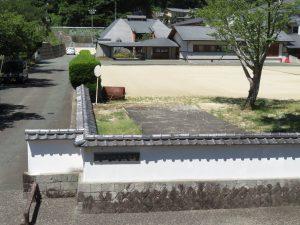 内子町並ガイドの上芳我邸向かいの内子中学校