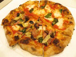 今治テイクアウトのアウストロのピザ2